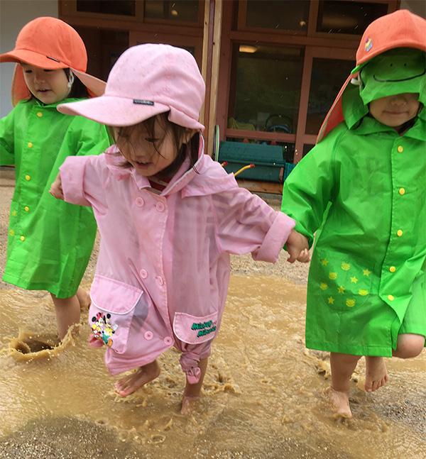 よつば 雨の泥遊び